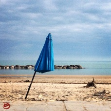 Architettura d'Italia: l'ombrellone pendente di Civitanova / AoI - The Leaning Beach Umbrella of Civitanova Marche